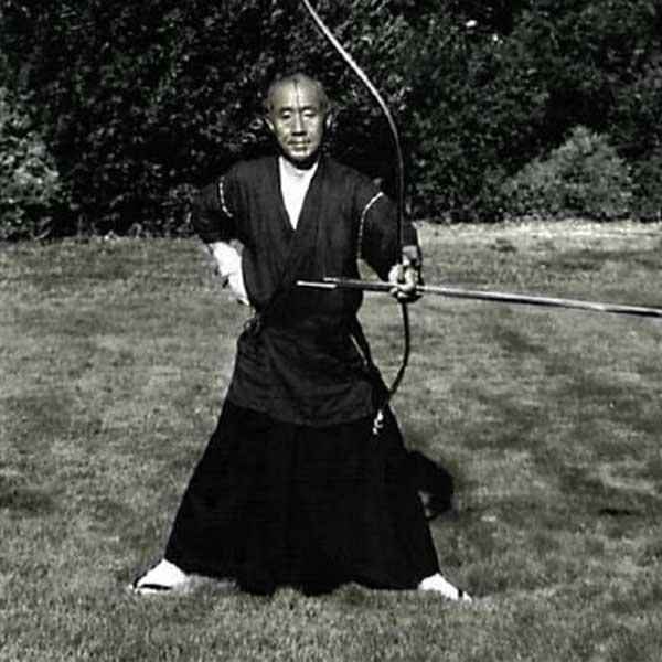 Kobun Chino Roshi Bogenschiessen